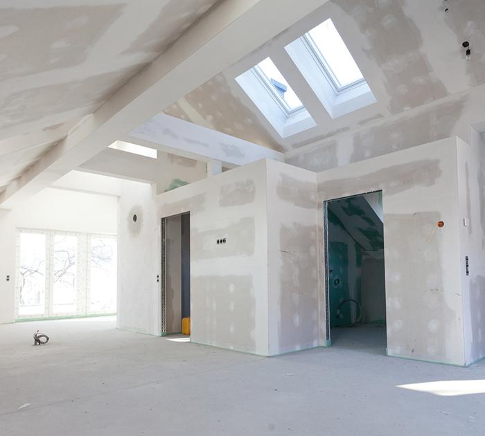 Kayed und Söhne - Trockenbau - frisch gebaute Wände in einem Dachgeschoss